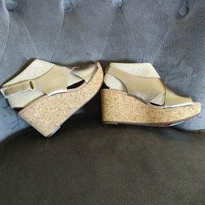 Clarks Annadel Eirwyn Gold Metallic Sandals - NIB
